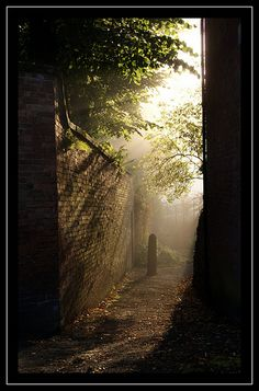 On the Way to Wirksworth - Derbyshire This picture is so atmospheric the lighting is breath-taking Take A Breath, Peak District, Derbyshire, Pathways, First Photo, Wonderful Places, Bobs, Countryside, Turning