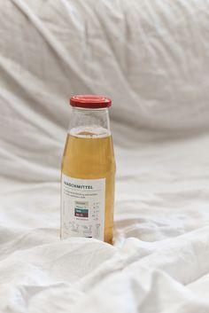 8 Zero Waste Putzmittel aus 5 Zutaten - Less Waste im Haushalt Cleaning Supplies, Zero, Soap, Bottle, Empty Bottles, Useful Life Hacks, Laundry Detergent, Cleaning Agent, Flask