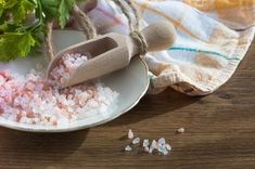 Fibromyalgia what? Say goodbye to inflammation, and other symptoms associated with fibromyalgia, and numerous other ailments with this simple Himalayan salt s Home Remedies For Strep, Strep Throat Remedies, Salt Water Flush, Colon Cleansing Foods, Keto Vegan, Master Cleanse, Recipe From Scratch, Himalayan Salt, Healthy Baking