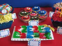 letter- and number-of-the-day jell-o jigglers. love the abby cadabby cookies in the back too!