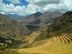 Vallée sacrée des Incas, Pérou#La vallée sacrée des Incas part de Pisac et suit le cours de la rivière Urubamba jusqu'à Ollantaytambo. On visite plusieurs sites et villes : Pisac, Urubamba, Ollantaytambo et Chinchero, un peu à l'écart. Prévoir au moins deux jours complets. On peut aussi aller d'Ollantaytambo en train jusqu'à Aguas Calientes (le Machu Pichu) et revenir ensuite à Cuzco.#http://urlz.fr/3it4#theartofema.wordpress.com