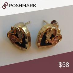 Black Hills Gold & Onyx Earrings Elegant, classic look. Black Hills Gold Jewelry, Gold Jewelry Simple, Rose Gold Jewelry, Women's Jewelry, Jewelry Ideas, Jewelry Accessories, Chanel Earrings, Blue Earrings, Riddler