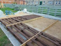 I wanted something in my garden to sit my pallet bench on. I could not afford proper decking boards or decking tiles so I took matters into my own hands and did it myself. Diy Pallet Wall, Diy Pallet Projects, Pallet Ideas, Fence Ideas, Porch Ideas, Outdoor Projects, Yard Ideas, Pallet Potting Bench, Pallet Shed