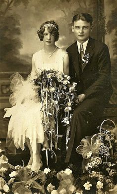 +~+~ Antique Photograph ~+~+    Stunning 1920's wedding couple - love the fairytale look with all the flowers at the bottom of the portrait.