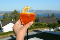 Sara – Oppskrift: Aperol spritz Alcoholic Drinks, Food And Drink, Wine, Alcoholic Beverages, Liquor, Alcohol Mix Drinks