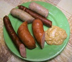 Various kinds of Polish kielbasa From the top down : Biała kiełbasa (white sausage), Kabanos (or Kabanosy in plural form) ; Wiejska kiełbasa (country sausage) with mustard. Charcuterie, Slow Cooker Kielbasa, Homemade Sausage Recipes, How To Make Sausage, Sausage Making, Polish Recipes, Polish Food, Smoking Recipes, Food Porn