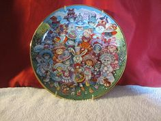 """Franklin Mint """"Easter Purrade"""" Bill Bell Porcelain Collector Cat Plate with Gold Wall Hanger Strap. Copper Kitchen Utensils, Cat Collector, Santa Claws, Christmas Tale, Hanging Plates, Wall Decor Pictures, Franklin Mint, Gold Walls, Wall Hanger"""