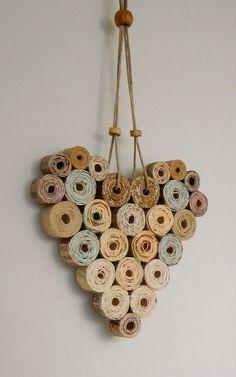 Newspaper Basket, Newspaper Crafts, Recycled Paper Crafts, Recycled Magazines, Diy Crafts, Magazine Crafts, Paper Jewelry, Paper Hearts, Paper Quilling