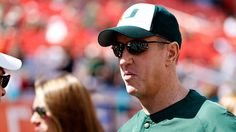 Jim Kelly honored by Miami at halftime of win over Virginia
