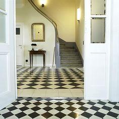 Eingangsbereich zementfließen schwarz-weiß