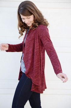 This ladies cardie pattern is a quick, easy sew with stunning, stylish results! The gorgeous waterfall drape down the front makes it perfect for both drapey fabrics and comfy cosy ones.