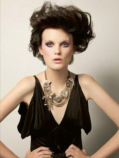 Festtags-Make-up in Schwarz, Gold und Rosé