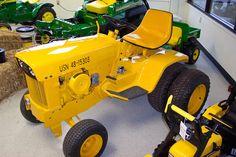John Deere Garden Tractors, Jd Tractors, Small Tractors, Compact Tractors, Homemade Tractor, Tractor Pulling, Riding Lawn Mowers, Outdoor Tools, Small Farm