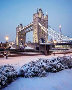 Tower Bridge, London.-