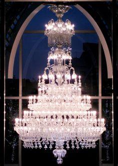 Spectaculaire Chandelier Baccarat à Tokyo.  5m de haut, 3m de large,8000 pc de cristal