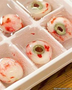 9 RECIPES FOR CREEPY COCKTAILS (AND 3 FOR SPOOKY ICE CUBES) TO SERVE AT YOUR HALLOWEEN BASH #halloween