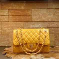 Chanel handbag maxi (yellow)