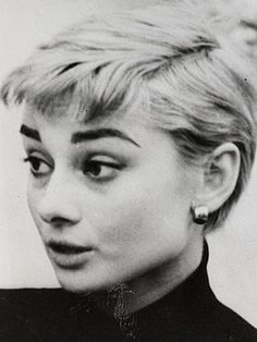 So I guess Audrey Hepburn bangs WOULD look good on a blonde! No better way to style those iconic bangs in blonde form than Audrey Hepburn herself!!