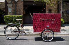 Cereja do Bolo - Bike food exclusiva. Tem pintura especial e marcenaria sob encomenda. Foto de Fernando Siqueira Studio, Retro, Woodworking, Bicycles, Pictures, Pintura, Studios, Retro Illustration