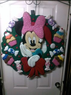❀◕‿◕❀ NAVIDAD con Motivos de Disney Mickey Christmas, Christmas Clay, Xmas, Friendship Bracelets With Beads, Seed Bead Bracelets, Miki Mouse, Felt Crafts, Beaded Embroidery, 4th Of July Wreath