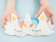 DIY-Anleitung: Einhorn-Schlafmaske selber nähen via DaWanda.com Winter Love, Craft Shop, Rainbow Unicorn, Sleep Mask, Diy Clothing, Felt Crafts, Diy Beauty, My Little Pony, Sewing Crafts