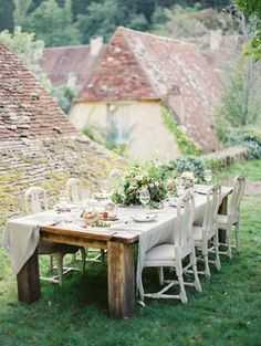 Ginny Au European Workshop - by Erich McVey Outdoor Dining, Outdoor Spaces, Outdoor Decor, Rooftop Dining, Rooftop Garden, Rustic Outdoor, Place Settings, Table Settings, Wedding Ideias