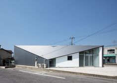 House and art studio by Alphaville features a diamond-shaped plan and a pointed roof.