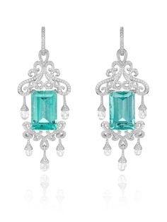 Chopard Red Carpet | Admire these precious earrings set with two exceptional emerald-cut emeralds (36.28cts), briolette-cut diamonds (5.58cts) and diamonds