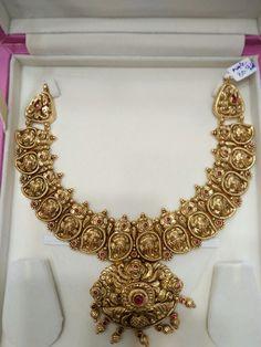 Gold Temple Jewellery, Silver Jewellery Indian, Gold Jewellery Design, Gold Jewelry, Gold Bangles, Gold Earrings Designs, Unique Earrings, Bridal Earrings, Wedding Jewelry