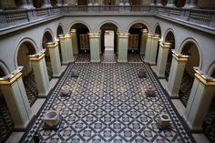 El solado geométrico del Museo de Bellas Artes de Budapest(Hungría).