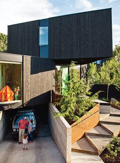 28 Triangles Make Up This Hyper-Angular Family Home