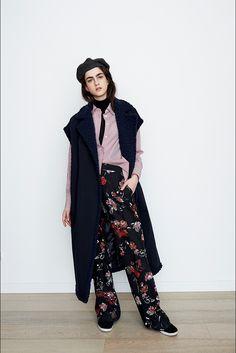 Guarda la sfilata di moda Alberto Biani a Parigi e scopri la collezione di abiti e accessori per la stagione Collezioni Autunno Inverno 2017-18.