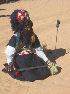Art, Culture, et Traditions. | L'ALGERIE, SES COUTUMES, SA CULTURE, ET SES TRADITIONS. | Page 23 Historical European Martial Arts, Historical Clothing, Algeria Travel, Desert Sahara, Cultures Du Monde, African Royalty, Sword And Sorcery, African Countries, Africa Fashion