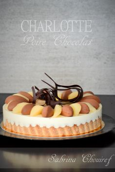 Recette Charlotte Poire Chocolat Beaux Desserts, Fancy Desserts, Delicious Desserts, Charlotte Dessert, Charlotte Cake, Patisserie Design, Decoration Patisserie, Baking Recipes, Cake Recipes