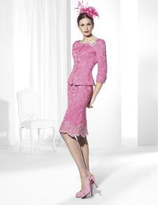 Trajes de fiesta corto confeccionado en brocado rosa y Rebrodé.