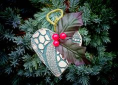 Check out this item in my Etsy shop https://www.etsy.com/uk/listing/468154506/green-ceramic-lace-print-and-holly