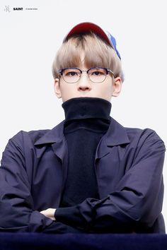 wonu being wonu ♡ Woozi, Jeonghan, Kpop, Choi Hansol, Mingyu Seventeen, Pop Bands, Pledis Entertainment, Seungkwan, Pop Group