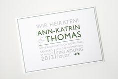 Für Ann-Katrin und Thomas haben wir das Papeterie-Projekt mit einer Save The Date Karte begonnen. Eine Typografie-Postkarte aus festem, edlen Karton, die schon die kleinen Vögel aufgreift, die später im Logo vorkommen.Anschließend wurden die Einladungskarten in DIN A5 verschickt. Das Logo…