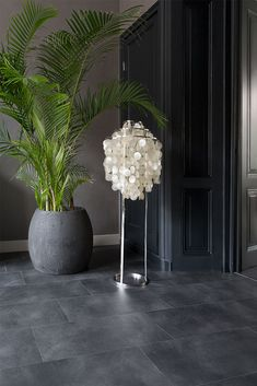 this modern floor in tile look gives your rooms a stylish loo - The world's most private search engine Patio Tiles, Outdoor Tiles, Foyer Flooring, Stone Flooring, Floor Design, House Design, Waiting Room Design, Black Floor, Dark Interiors