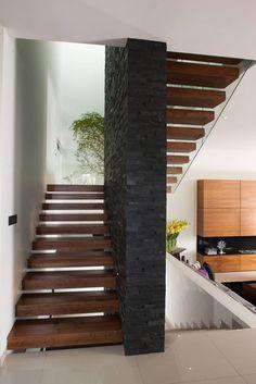 Casa GM : Pasillos, vestíbulos y escaleras modernos de GLR Arquitectos
