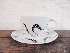 Hand Painted Teacup  Kraken Patterns black & White door Gx2homegrown, £15.00