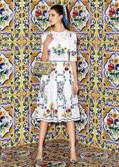 Summer 2016 Collection Discover the new Dolce & Gabbana Women's Maiolica Collection for Fall Winter 2016 2017 and get inspired. Moda Fashion, Runway Fashion, High Fashion, Fashion Show, Womens Fashion, Fashion Design, Fashion Trends, Fashion Fashion, Dolce And Gabbana 2017