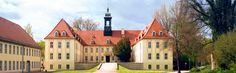 Elsterwerda, die kleine Stadt mit großem Flair, befindet sich im Süden Brandenburgs, direkt an der Grenze zum Freistaat Sachsen. Hauptattraktion ist das Elsterschloss, welches idyllisch an den Ufern des Flusses Schwarze Elster errichtet wurde.  ©ImBild Verlag