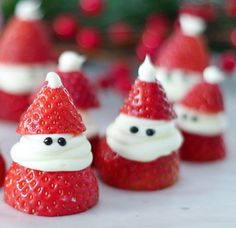 This cute strawberry Santa recipe is fun to make and only takes minutes to prepare. A ho ho ho healthy treat for Christmas which will put a smile on… Strawberry Santas, Cute Strawberry, Strawberry Recipes, Christmas Snacks, Holiday Treats, Diy Christmas, Holiday Recipes, British Trifle Recipe, Xmas Desserts