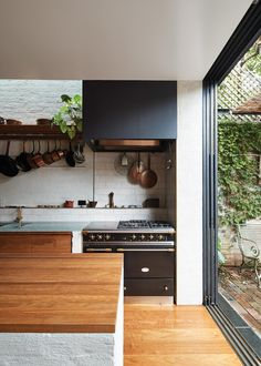 A sensitive extension to a heritage-listed Sydney terrace house by Anthony Gill Architects offers generous living spaces and encourages a life lived outdoors. Rustic Kitchen, Kitchen Dining, Interior Architecture, Interior Design, Home Decor Inspiration, Kitchen Inspiration, Kitchen Interior, Dining Area, Home Kitchens