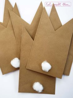 Hopp hopp Häschen-Tüten Instructions for homemade bunny bags with pompon tails // gift ideas for Easter // Easter-DIY Easter Crafts For Kids, Crafts To Do, Diy For Kids, Gifts For Kids, Holiday Crafts, Christmas Diy, Origami Simple, Decoration Vitrine, Bunny Bags