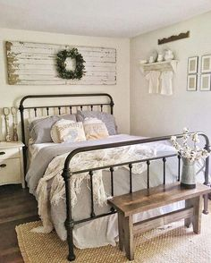 Best Bedroom Decor And Design Ideas With Farmhouse Style 40 + Beste Schlafzimmer Dekor und Desig Farmhouse Style Bedrooms, Farmhouse Bedroom Decor, Home Decor Bedroom, Modern Bedroom, Bedroom Furniture, Master Bedroom, Contemporary Bedroom, Country Farmhouse, Farmhouse Ideas