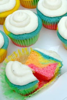 three square chef: Tie Dye Cupcakes
