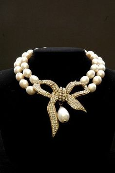 Stunning vintage chanel bow necklace: