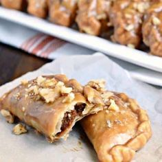 Pumpkin Hand Pies - Shugary Sweets-These Pumpkin Hand Pies are the perfect fall treat! The flaky crust and nutty pumpkin pie filling are the perfect combo in a hand pie, plus they've got a wonderful maple walnut glaze! Best Dessert Recipes, Fun Desserts, Delicious Desserts, Pie Recipes, Sweets Recipes, Candy Recipes, Fall Recipes, Canned Pumpkin Recipes, Breakfast